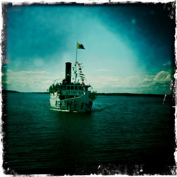 Steam boat arriving at Ljusterö.