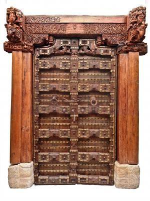 puerta antigua estilo mongl