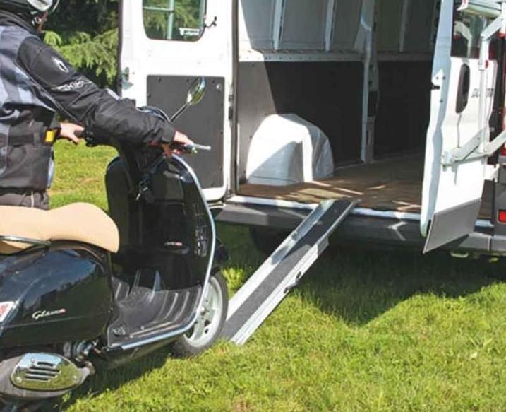 Fiamma Carry Ramp Auffahrschiene | 8004815246105 – Fiamma Carry Ramp Auffahrschiene Verbesserte Haftung des Motorrades auf der Schiene. Aluminiumschiene kann problemlos ein- und ausgehängt werden. Lässt sich platzsparend zusammenschieben und verstauen. Ausziehbar bis 175 cm. Seitliche Tragriemen für leichteren Transport.Für Motorräder bis 130 kg. Incl. Befestigungsmaterial. #camping #outdoor #zelten #beach #strand #wintercamping #zeltplatz #caravaning #wohnwagen #urlaub #camp #campingmultistore