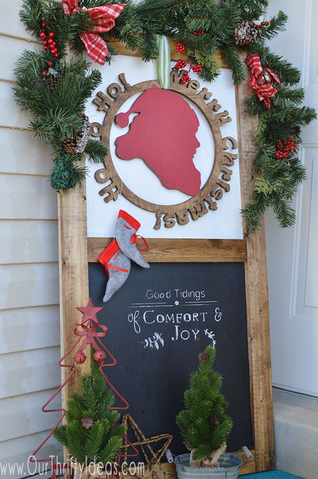 Tips for your Christmas porch decor. Decorating a small porch for the holidays can be so inviting and fun.