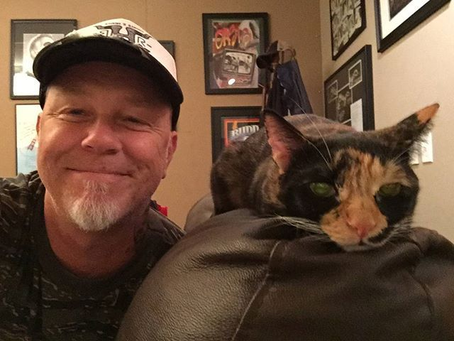 James Hetfield and his cat Frankie is hot
