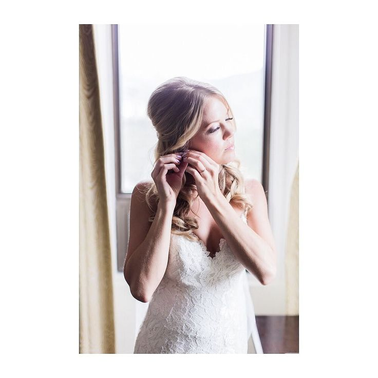 The anticipation before a wedding can sometimes be stressful... but not Carly! I  how perfectly calm and excited she was before walking down the aisle!  Photo: @nicolesarahwedding  Planning:@smittenweddings #weddingstyle #weddingsofinstagram #weddinginspiration #weddingstyle #banff #destinationwedding #banffwedding #banffweddingplanner #banffsprings #fairmontbanffspringshotel #smittenyyc #smittenandco #smittenweddings #yycweddingplanner #yycweddings #mountainwedding #weddingdress #aisleready…
