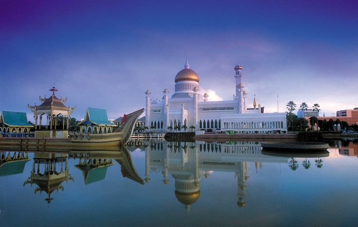 The romantic adventure island of Borneo is not only home to East Malaysia's fabulous Sabah and Sarawak, but also the separate country of #Brunei.  The Omar Saifuddin Mosque is stunning at night with green lights illuminating the dome and casting a lovely reflection.
