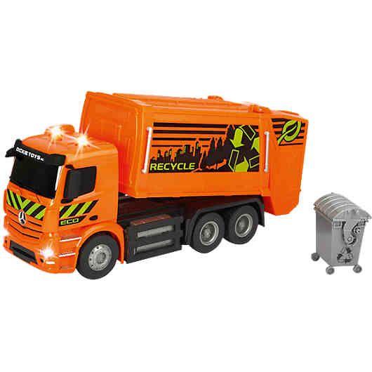 Dickie Toys RC Mercedes-Benz Antos Garbage Truck: Klarer Fall von sauber! <br /> Mit dem RC Garbage Truck von Dickie Toys kommt Ordnung in die Spielzeugstadt – und das auf Knopfdruck. Das Auto mit Funkfernsteuerung kann sofort nach dem Einsetzen der Batterien durchstarten. Der große Müllsammelbehälter des Spielzeugwagens hebt und senkt sich auf Knopfdruck. Der kleine Müll-Container, der sich mittels der Funkfernsteuerung automatisch entleeren lässt, gehört ebenfalls zum Set dazu. L...