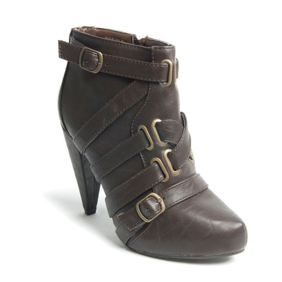 The internet purchase stores also aid in letting you buy women shoes from the comfort for your home, Buy Ladies Shoes Online purchase click here: http://www.mrsmarcos.co.uk/inside-womens-78650-pu-ankle-boot