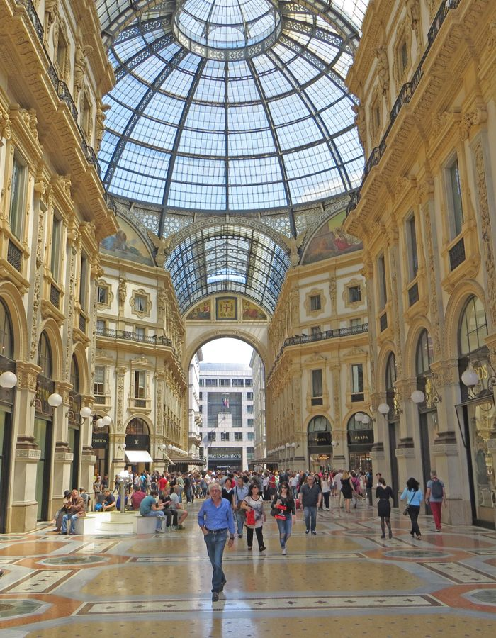 The Milan Italy City Guide focuses on top tourist attractions, museums and public transportation.