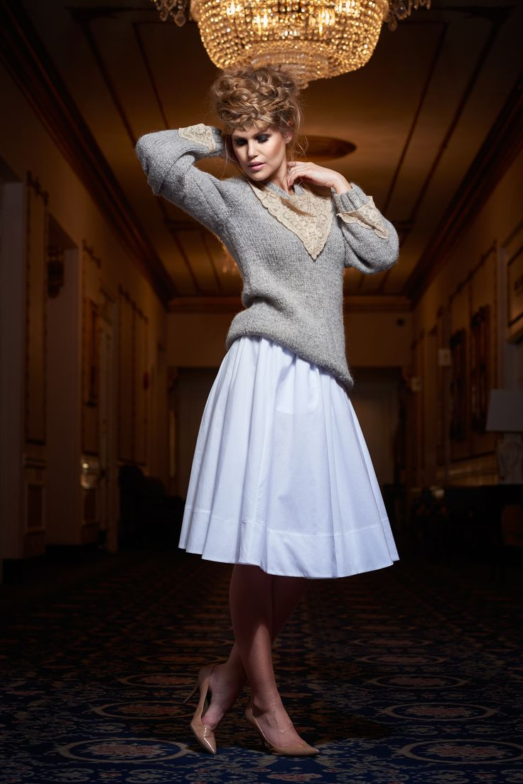 Cozy sweater. Lace collar. White cotton a-line skirt
