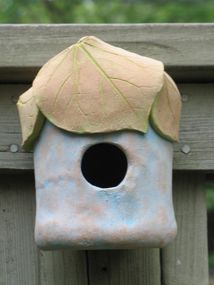 I made this clay birdhouse last fall in a hand building with clay class that I t… – a Vogelhuisjes