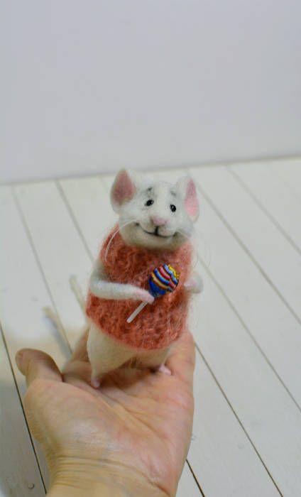 Süße Maus Ist Naschkatzen Er Ist Mit Dem Lollipop In Pfote Auf