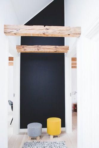 black wall, beams + stools. Rug from hay. architect Anne Boysen Lorenzen - Boligmagasinet