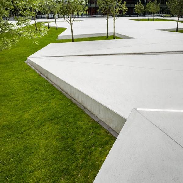 A review of the elegant landscape design at Grõnnegaarden Herning High School by Schønherr, in Herning, Denmark