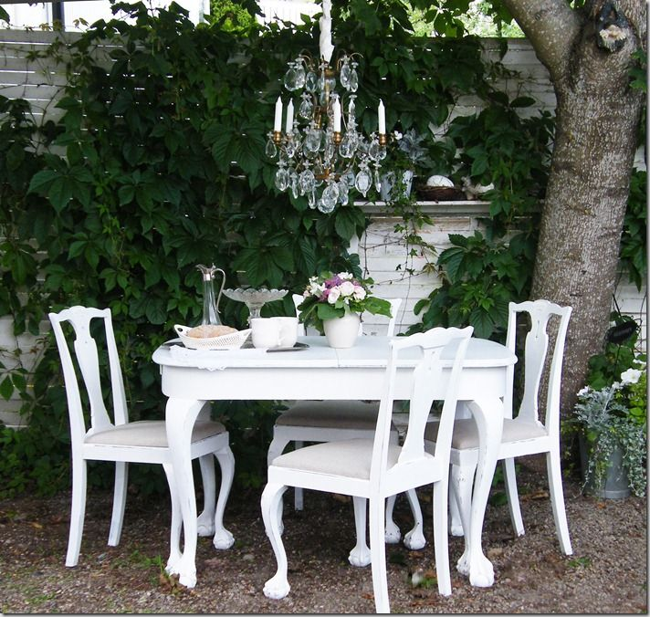 dining outside garden yard whitewashed cottage chippy shabby chic french country rustic swedish decor idea