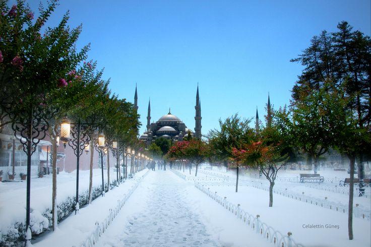"""Winter and Summer - Kış ve yaz, Yeşil ve beyaz, Sıcak ve ayaz, Sultanahmet'te zaman aynı noktada iki kez durdu. """"Geçişler"""" albümünden."""