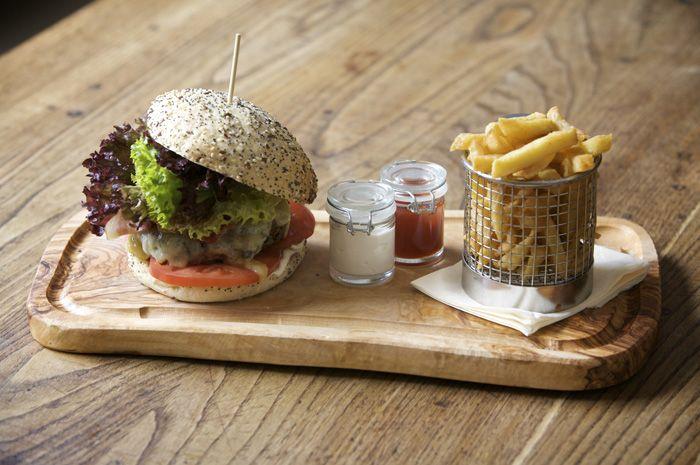 mini slider, fries and relish / The Pilot, Pub dining, London