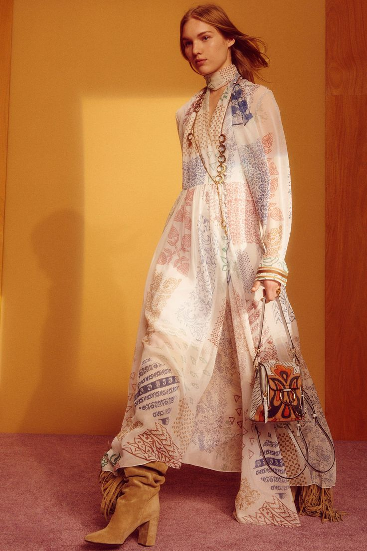 See the complete Chloé Resort 2018 collection.
