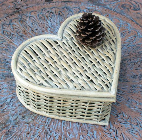 Heart Shaped Wicker Basket with Hinged Lid by... — www.wickerparadis...