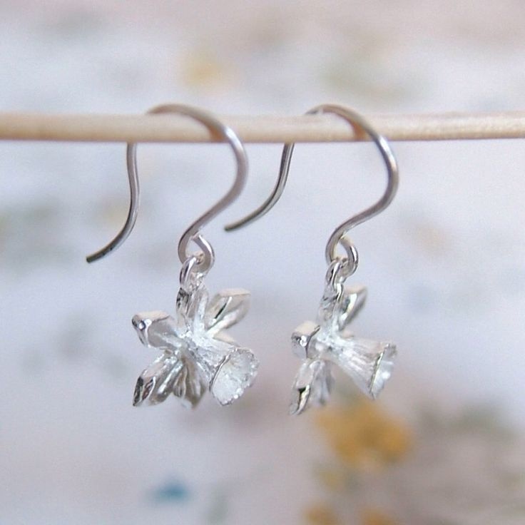 Silver Daffodil Flower Drop Earrings, sterling silver dangle earrings, Handmade Jewelry, Narcissus, Spring Jewellery, Welsh Gift by RockRoseJewellery on Etsy https://www.etsy.com/listing/48250862/silver-daffodil-flower-drop-earrings