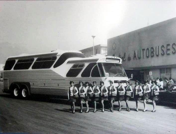 La Central de Autobuses de Monterrey fue diseñada y construida en 1967 por el arq. Octavio B. Segarra. Maravillosa fotografía antigua, es ...