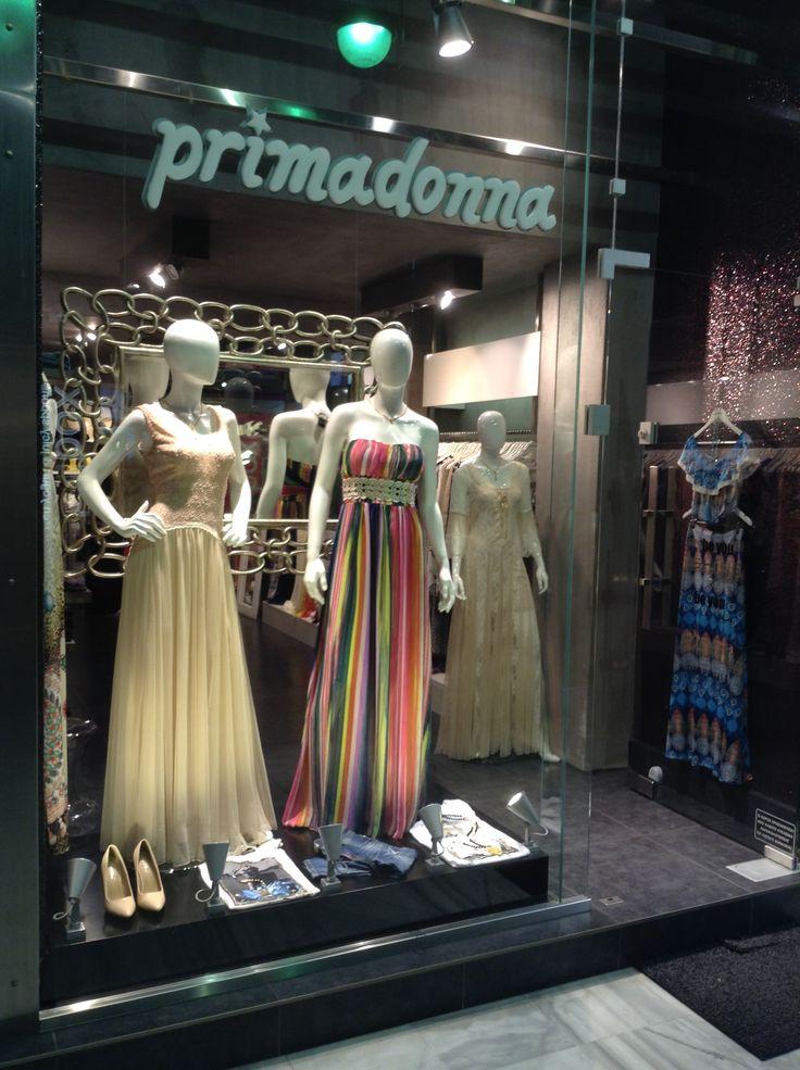 Primadonna patras βιτρίνα καταστήματος με γυναικεία ρούχα και αξεσουάρ 12/05/2016 στο www.primadonna.com.gr