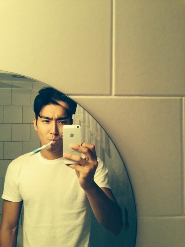 Bathroom Selfie: Siwon's Kinda Hot Bathroom Selfie.