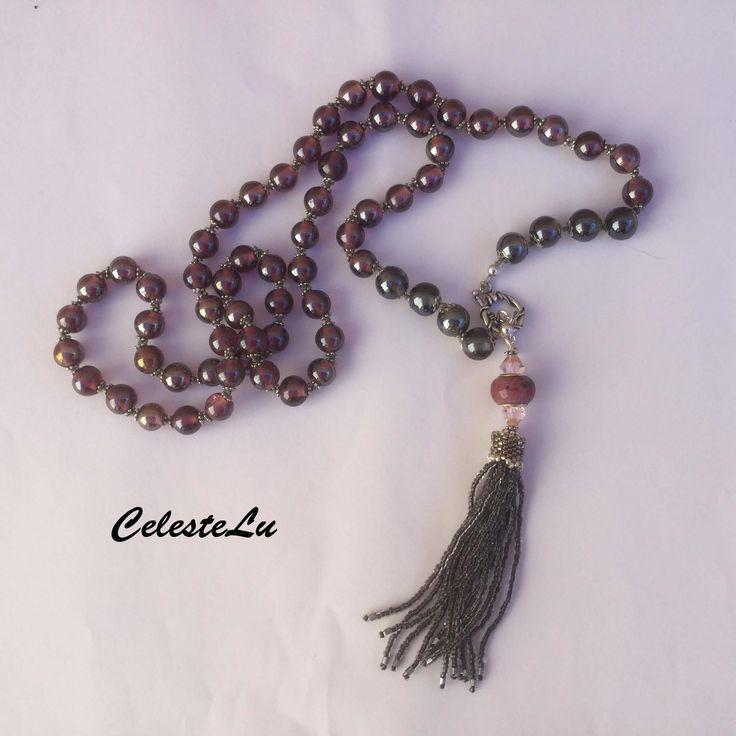 Collana con perle di vetro artigianale indiano color ametista e grigio con riflessi argentati. Nappina con frangia di perline. mlvaltu@hotmail.it