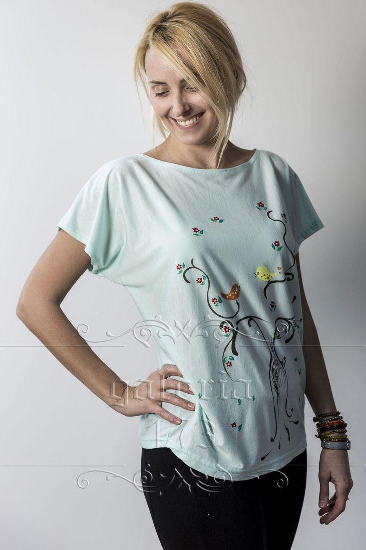 Bluza   Toamna, model unicat, realizata si pictata manual. Compozitie: Bumbac 100%. Marime universala.