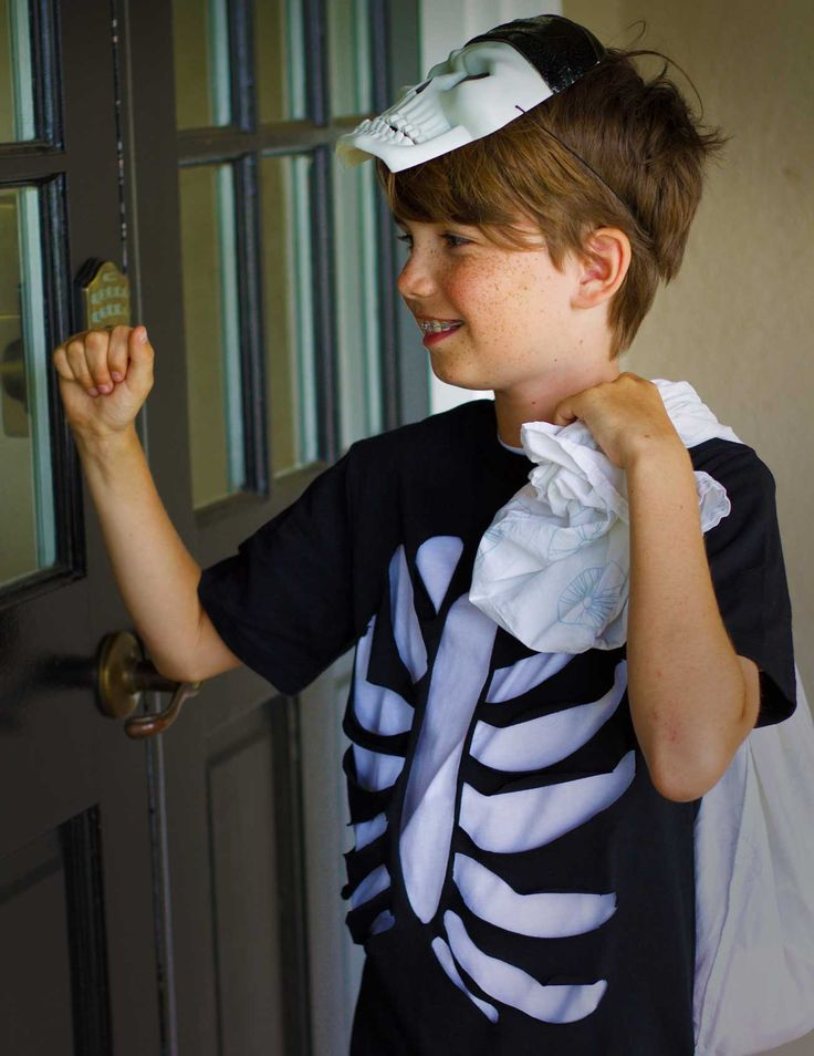 Create homemade Halloween costumes your kids will love! Click in for step-by-step instructions on how to make this skeleton costume in less than an hour. Add accessories for a distinctive look.