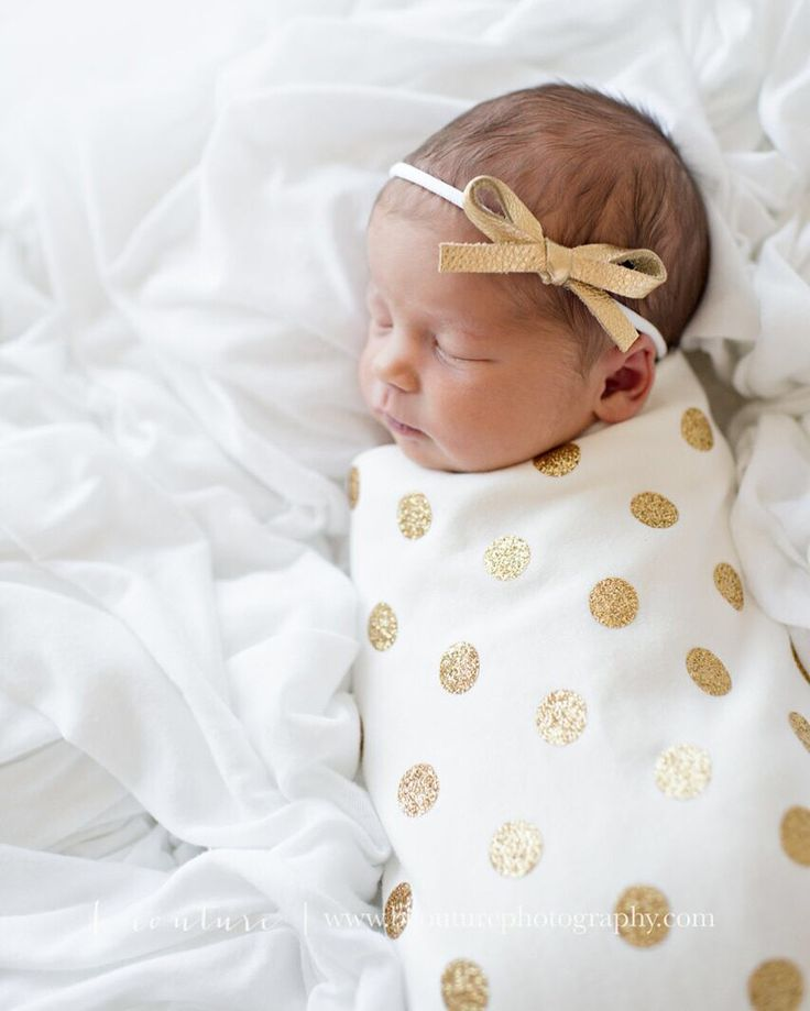 Will ship in 2-3 weeks! This listing is for a gold glitter polka dot swaddling blanket and an optional matching knot hat OR knotted headband. The material is a super soft organic…