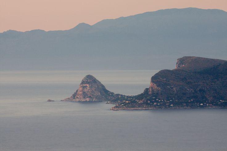 Mar Tirreno: Capo Mongerbino (grande lato Bagheria) e Zafferano (piccolo lato Santa Flavia)
