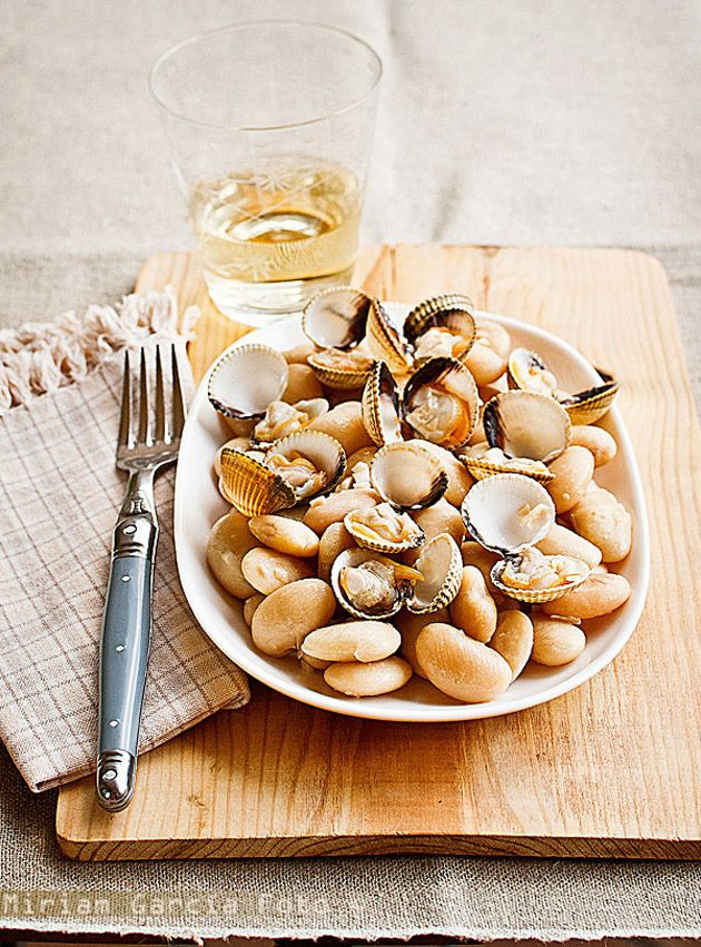 Sauteed butter beans and cockles / Image via: Invitadoinvierno #autumn #spain #fall