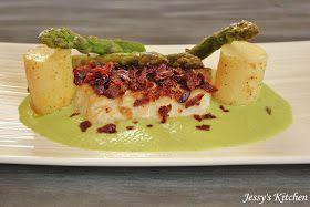 Jessy's Kitchen: Filet de lieu noir, sauce asperges-ail des ours, miettes de lard et asperges vertes