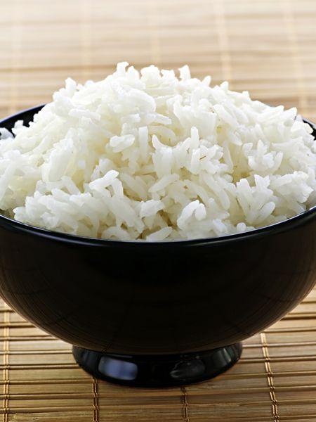 Was würden Sie sagen, wenn wir Ihnen verraten, dass Sie die Kalorien im Reis auf die Hälfte reduzieren können? Und das auch noch, indem