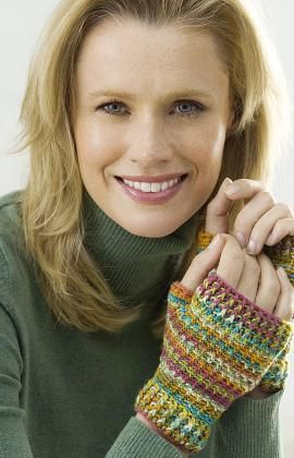 I love the colors of these wristers. What colors will you choose? Get the free pattern.
