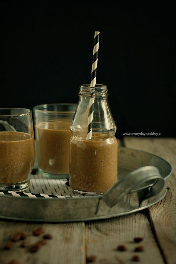 Kawowy koktajl z bananem i chia / Coffee banana smoothie with chia