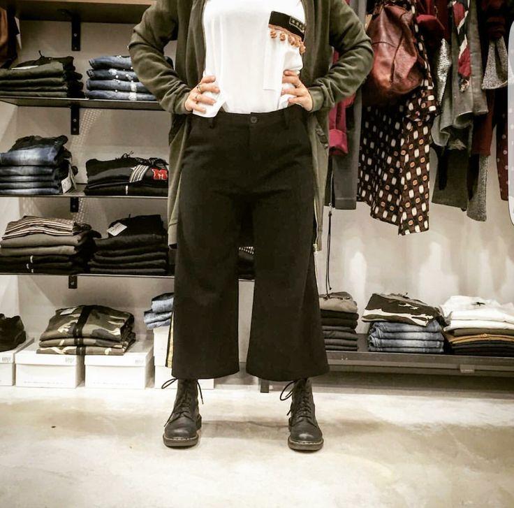 gonna pantalone modello sette/ottavi azienda le streghe tg diponibili xs-s-m-l-xl colore disponibile nero prezzo aquiloneshopping.it € 69.00 made in italy