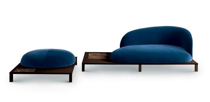La collezione Bonsai si ispira alla riflessione sull'estetica e sulla cultura giapponese. Le sedute sono caratterizzate da forme morbide e curve. Queste forme invitanti e accoglienti sono reminiscenze dei cespugli e delle piante, che si trovano nei giardini di tutto il Giappone, che sono stati coltivati e potati per creare delle forme graziose, morbide, naturali, che ricordano le nuvole. In forte contrasto, sono le piattaforme lineari, realizzate in legno, che lo supportano e le gambe in…
