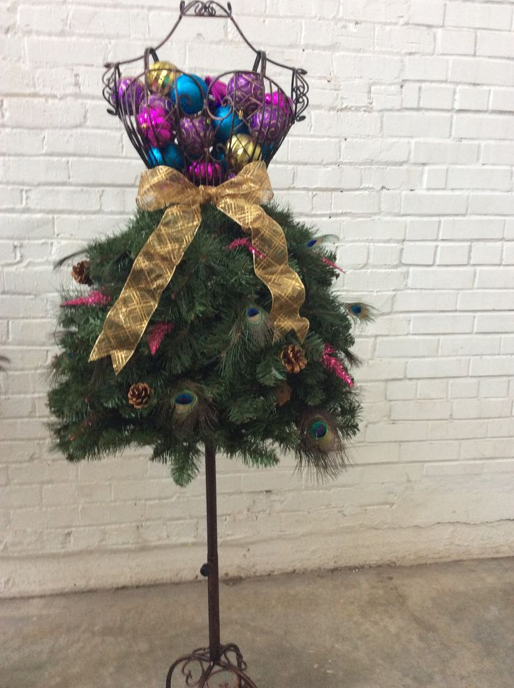 Sexy & Flirty Dress Dress Form Christmas Tree - DIY Tutorial