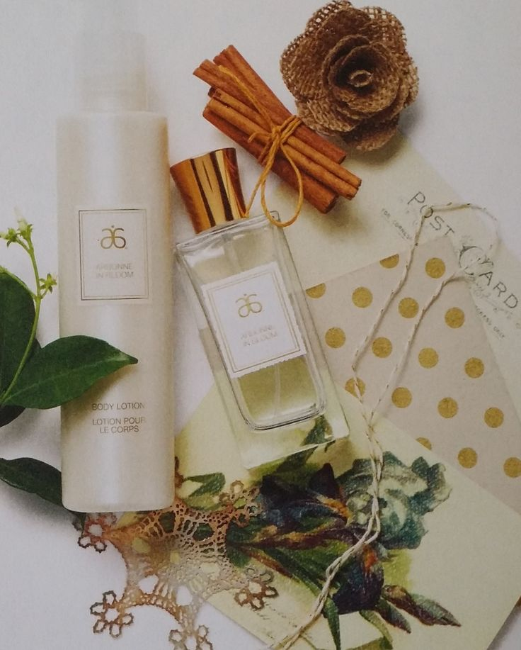 Arbonne in Bloom Gift Set is the perfect gift for the special woman in your life. Together with an Eau De Toilette and a body lotion this is the perfect duo. Orchid, hibiscus, jasmine extracts are the key to this scent which makes it soft and delicate.