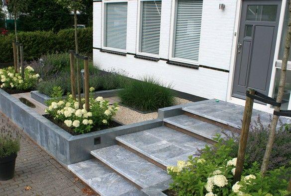 Strakke voortuin tuin garden for Voortuin modern