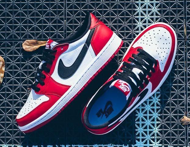 "Air Jordan 1 Low ""Chicago""   Complex"
