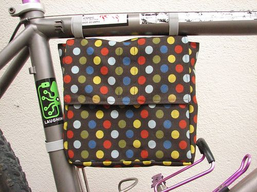 DIY Bicycle lunch bag - fun handmade gift idea for your favorite commuter :)