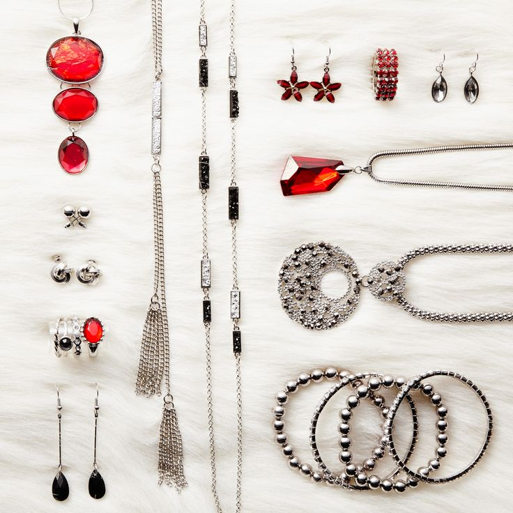 Gorgeous jewellery to glam up your holiday look.