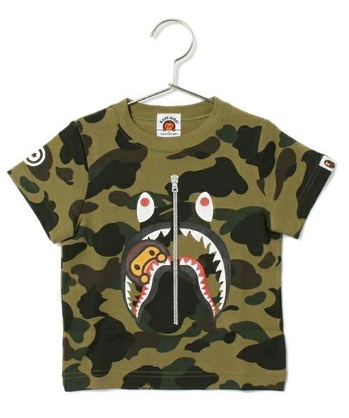 BAPE KIDS(ベイプキッズ)のMILO SHARK 1ST CAMO TEE(Tシャツ・カットソー) グリーン