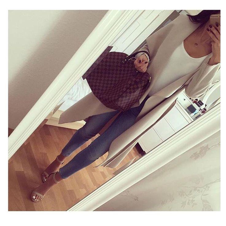 KUP PODOBNE BUTY: http://www.renee.pl/sandaly_clarie_1004_bezowy.html  heels, szpilki, zamszowe, beige, pastel, hips, curvy, ootd, mirror, selfie, mirrorcheck, inspiracja, pink, różowe, car, girl, woman, elegant, jeans, look, fashion, moda, nogi, legs, LV, LOUIS VUITTON, CLASSY,