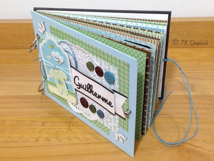 Álbum de fotos em scrapbook para bebê (visão das páginas internas com folhas estampadas de scrapbook)