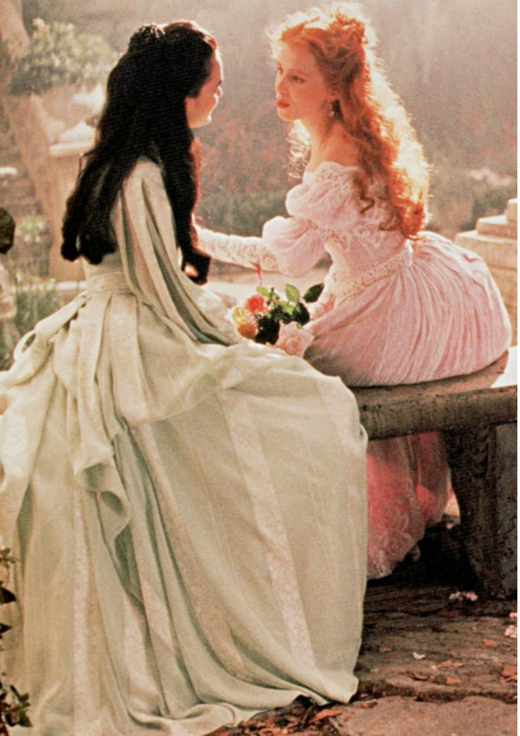 Winona Ryder and Sadie Frost in mistitled but visually dazzling Bram Stoker´s Dracula (1992).