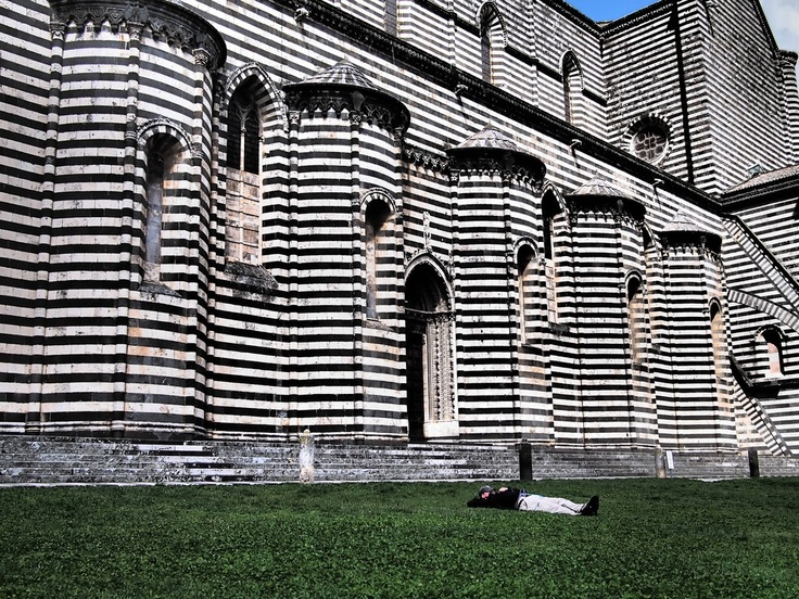 a striped cathedral in Orvieto, Italy