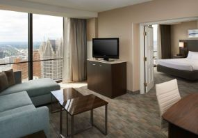 Explore a Detroit, Michigan hotel that is located in the heart of downtown Detroit. This Detroit Riverwalk hotel is situated in the iconic Renaissance Center.