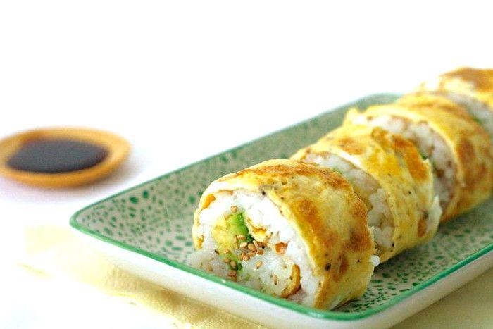 Рецепт с пошаговыми фото. Роллы из яиц. Роллы из омлета, риса и авокадо. Вкусно и легко приготовить. Домашняя кухня.