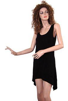 Minikleid im lässig, legeren Schnitt, figurnah aber nicht eng. Kann als Minikleid, oder als Shirt über einer Leggings getragen werden. Das Kleid ist unten abgerundet, mit Spitzen an den Seiten.